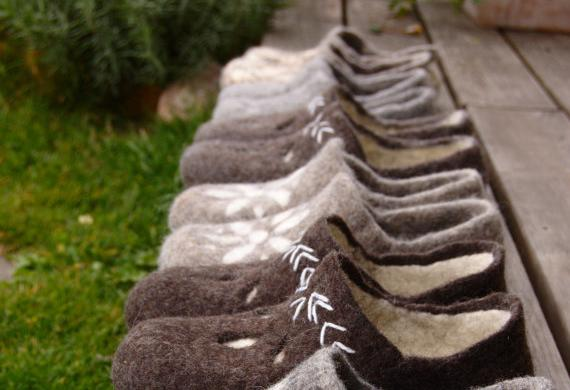 Felted grey eco clogs Star, natural coarse rustic slippers, of local raw materials, size US 9 / EUR 39-40