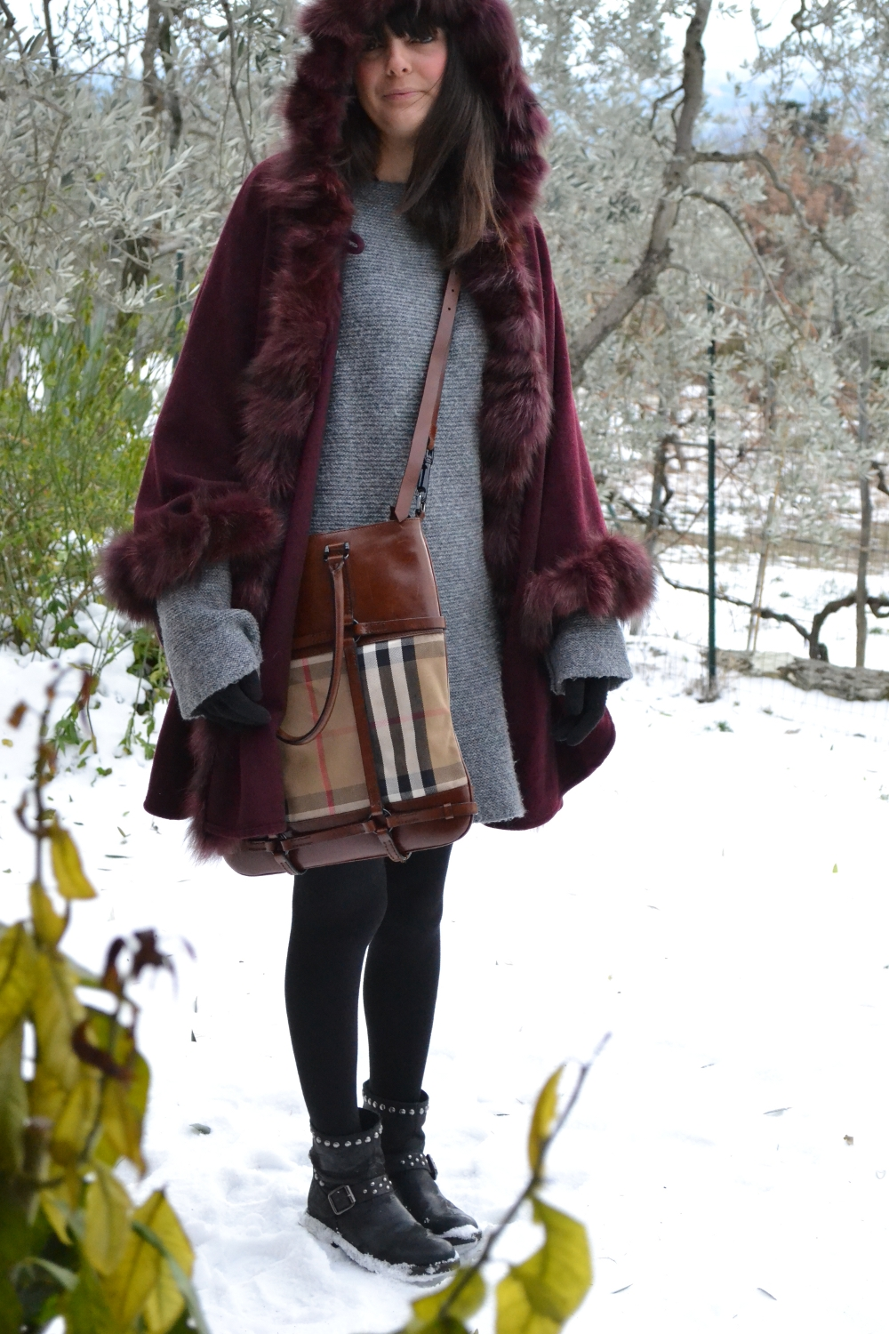 VINTAGE CAPE - burberry bag - florence snow